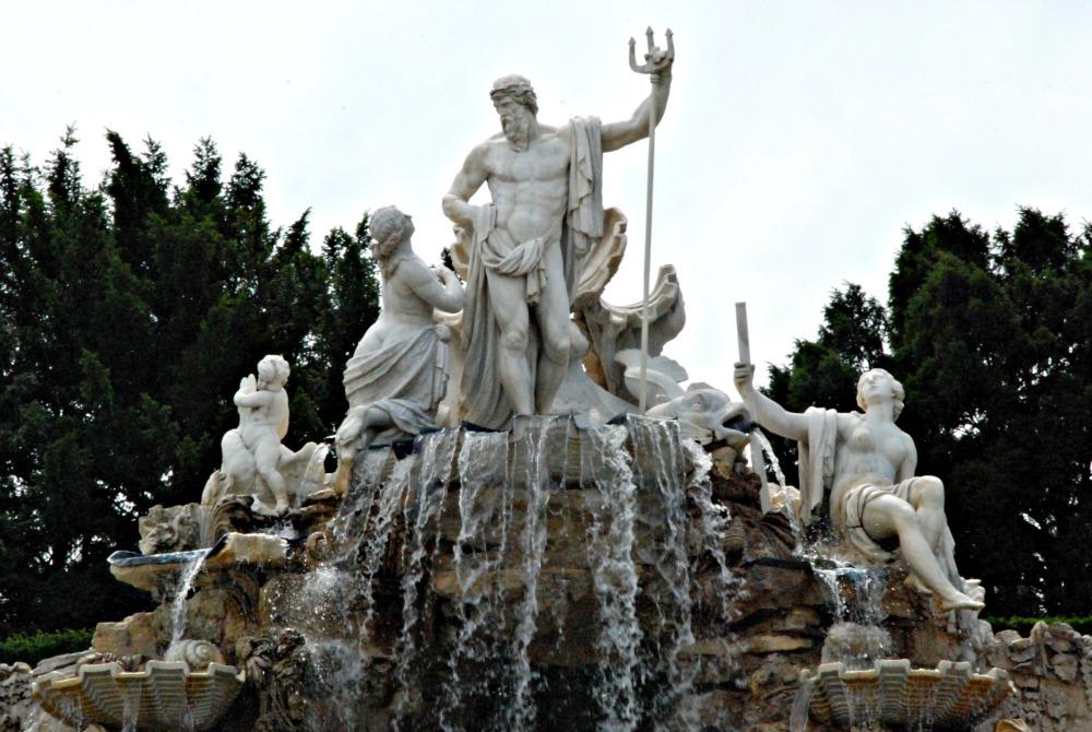 Imagini pentru Grădinile palatului Schonbrunn  Ruinele romane